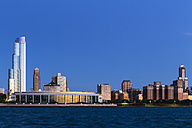 USA, Illinois, Chicago, Skyline, Shedd Aquarium and Lake Michigan in the evening light - FO007237