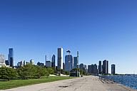 USA, Illinois, Chicago, Waterfront promenade with skyline - FOF006887
