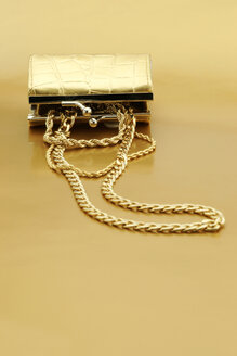 Open gold purse with gold jewelry - JAWF000037