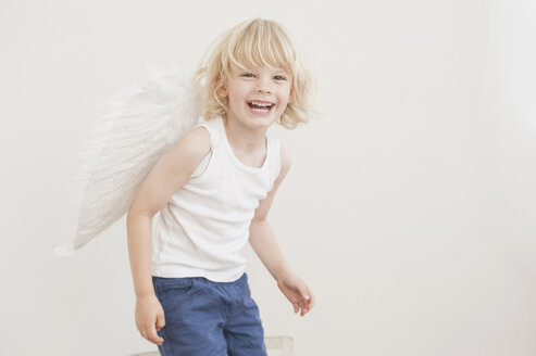 Portrait of laughing little boy with angle wings - MJF001342