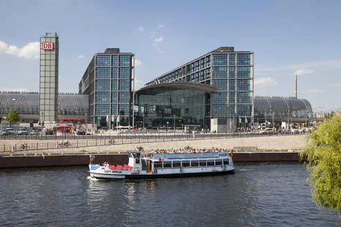 Germany, Berlin, Berlin Main Station at Spree river, Passenger ship - WI000977