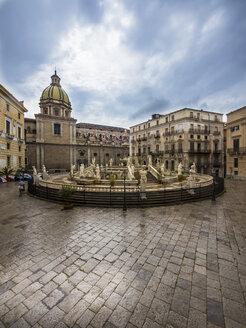 Italy, Sicily, Province of Palermo, Palermo, Piazza Pretoria, Fountain Fontana della Vergogna and Church San Giuseppe dei Teatini in the background - AMF002831