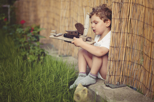 Little boy with wooden ship - AFF000086