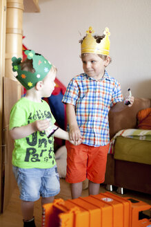 Two little boys with paper crowns playing in nursery - AF000089