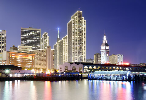 USA, California, San Francisco, skyline with Ferry Building at night - BRF000769