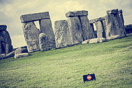 United Kingdom, England, Wiltshire, Stonehenge, sign keep off - DISF000995