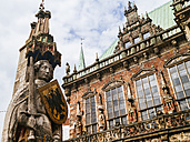 Germany, Bremen, statue of Roland and town hall - KRPF001091