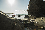 France, Brittany, Camaret-sur-Mer, teenage boy with surfboard at the ocean - UUF001668