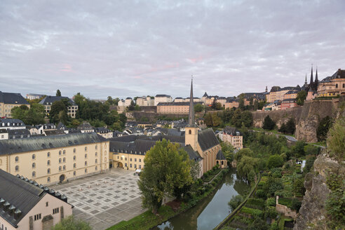 Luxembourg, Luxembourg City, View from Casemates du Bock, Castle of Lucilinburhuc to the Benediktiner abbey Neumuenster and St. Johannes church on the river Alzette - MS004214