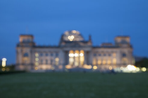 Germany, Berlin, Reichstag building in the evening, blurred - WIF001015