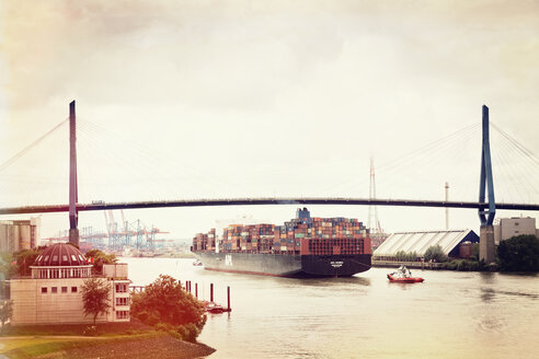 Germany, Hamburg, Port of Hamburg, Koehlbrand bridge, container ship on Koehlbrand river - MS004267
