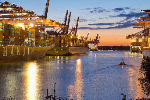 Germany, Hamburg, Cargo ships in the Port of Hamburg, evening light - MS004271