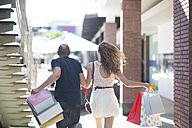 Happy couple on a shopping spree - ZEF000164
