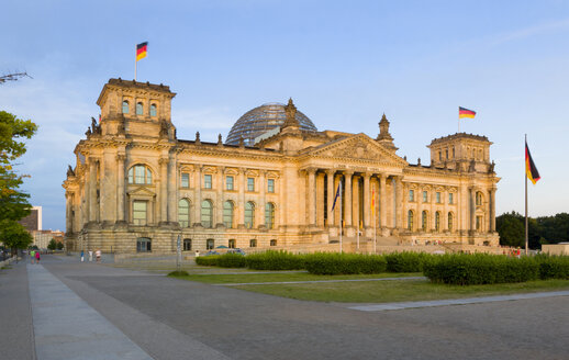 Germany, Berlin, Reichstag building at sunset - PSF000651