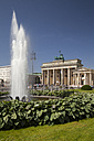 Germany, Berlin, Pariser Platz, Brandenburg Gate, Fountain - WIF001019