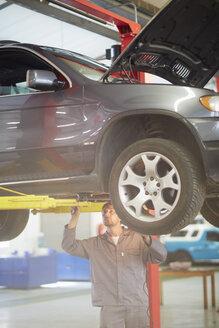 Car mechanic at work in repair garage - ZEF000550