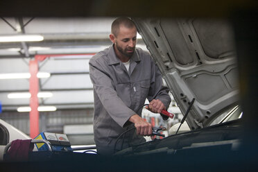 Car mechanic at work in repair garage - ZEF000559