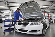 Car mechanic at work in repair garage - ZEF000735