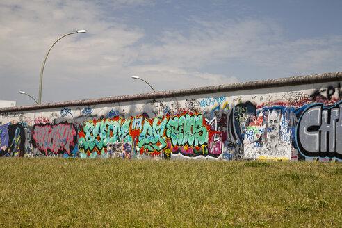 Germany, Berlin, Friedrichshain, view to East Side Gallery - WI001029