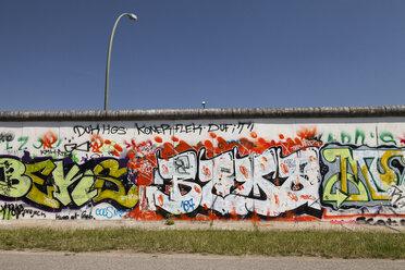 Germany, Berlin, Friedrichshain, view to East Side Gallery - WI001031