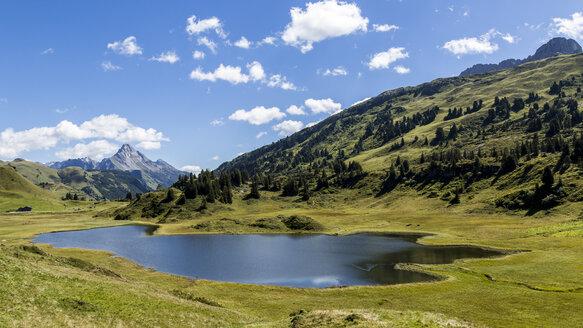 Austria, Vorarlberg, Kalbelesee mountain lake - STSF000505