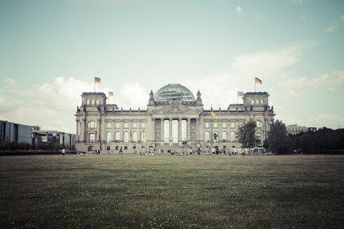 Germany, Berlin, Berlin-Tiergarten, Reichstag building - KRP001128