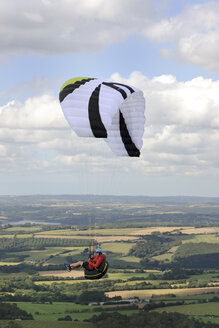 France, Bretagne, Finistere, paraglider up in the air - LAF001042