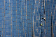 Austria, Vienna, Donau City, window cleaners at DC Tower 1 - DIS001031