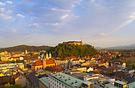 Slovenia, Ljubljana, Ljubljana city center, Ljubljana Castle and Franciscan Church of the Annunciation in the evening light - HSIF000349