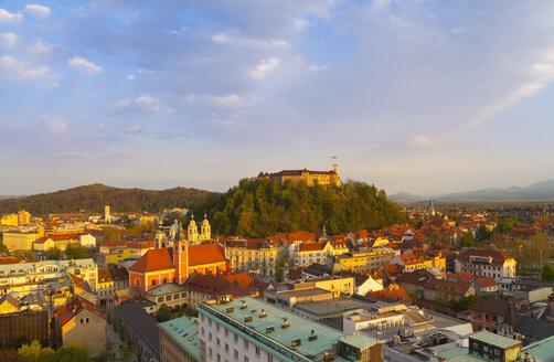 Slovenia, Ljubljana, Ljubljana city center, Ljubljana Castle and Franciscan Church of the Annunciation in the evening light - HSIF000349