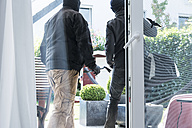 Two burglars leaving an one-family house with their loot at daytime - ONF000630