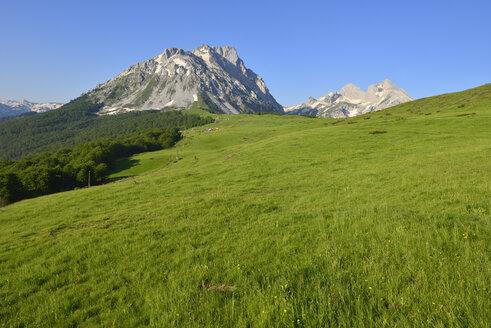 Montenegro, view from Katun Stavna towards Komovi Mountains - ES001373