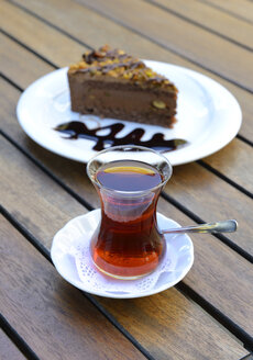 Glass of cay and chocolate cake - LHF000405