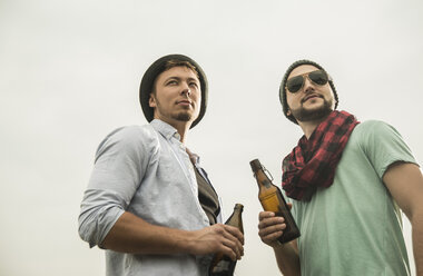 Two friends with beer bottles outdoors - UUF001873