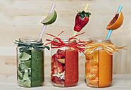 Red, green and orange vegetable and fruit smoothies - BEBF000001