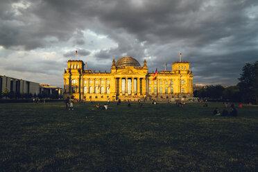 Germany, Berlin, Berlin-Tiergarten, Reichstag building in the evening - KRPF001143