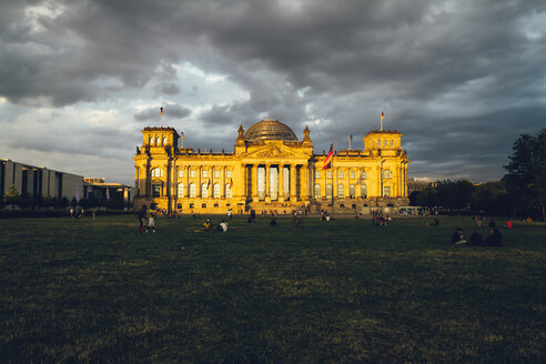 Germany, Berlin, Berlin-Tiergarten, Reichstag building in the evening - KRPF001143