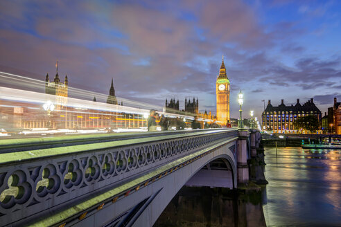 United Kingdom, England, London, River Thames, Westminster Bridge, Big Ben and Palace of Westminster in the evening light - PAF000929