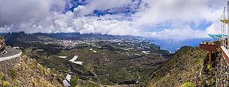 Spain, Canary Islands, La Palma, view from Mirador de el Time to Los Llanos de Aridane and El Paso - AMF002858