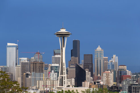 USA, Washington State, skyline of Seattle with Space Needle - FOF007101