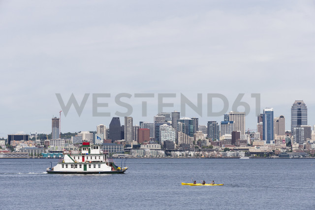 USA, Washington State, Puget Sound and skyline of Seattle with houseboat Annabelle Tacoma - FO007113