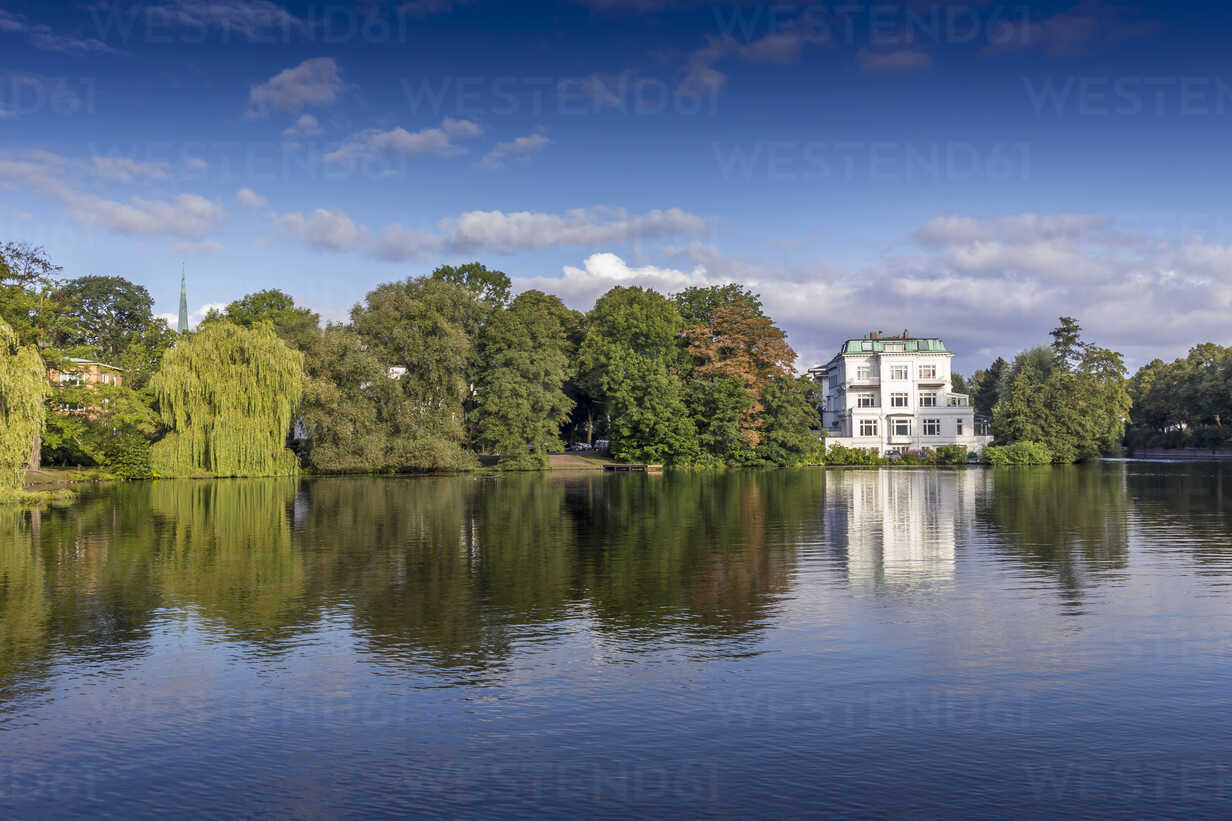 Germany, Hamburg, white townhouse at the Alster river - NKF000179 - Stefan Kunert/Westend61