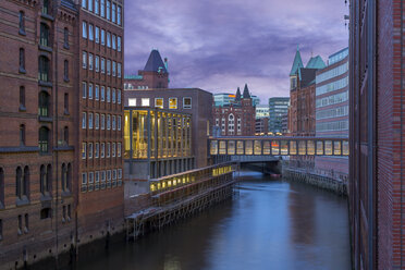 Germany, Hamburg, Old Warehouse District, Canal in the evening - NKF000182