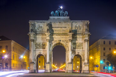 Germany, Bavaria, Munich, Victory Gate with full moon - NKF000185