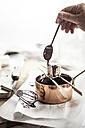 Preparation of vegan cheese cake bites with chocolate icing - SBDF001277
