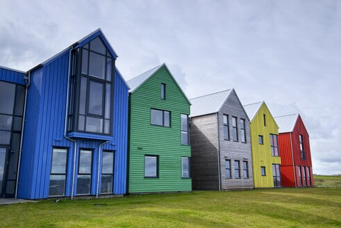 United Kingdom, Scotland, John o' Groats, coloured facades of holiday homes - EL001338