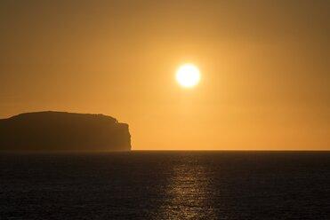 United Kingdom, Scotland, Dunnet Head, Pentland Firth at sunset - ELF001363