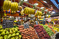 Spain, Catalonia, Barcelona, fruit stall at market hall - PU000098