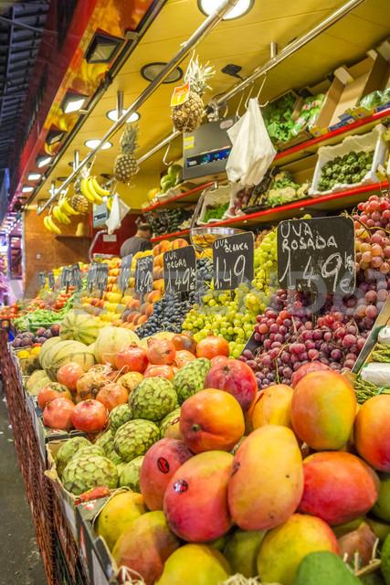 Spain, Catalonia, Barcelona, fruit stall at market hall - PUF000099