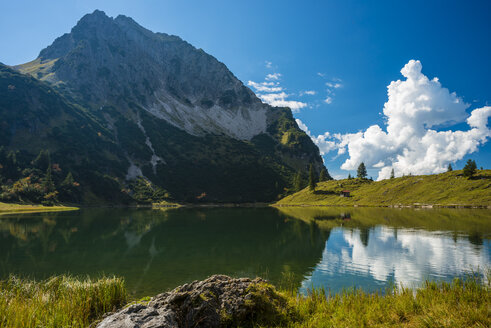 Germany, Bavaria, Allgaeu, Allgaeu Alps, Unterer Gaisalpsee - WGF000466